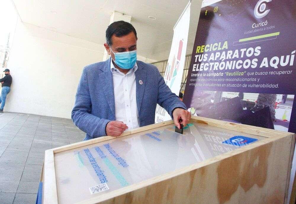 Campaña que recupera aparatos para estudiantes llega a Curicó